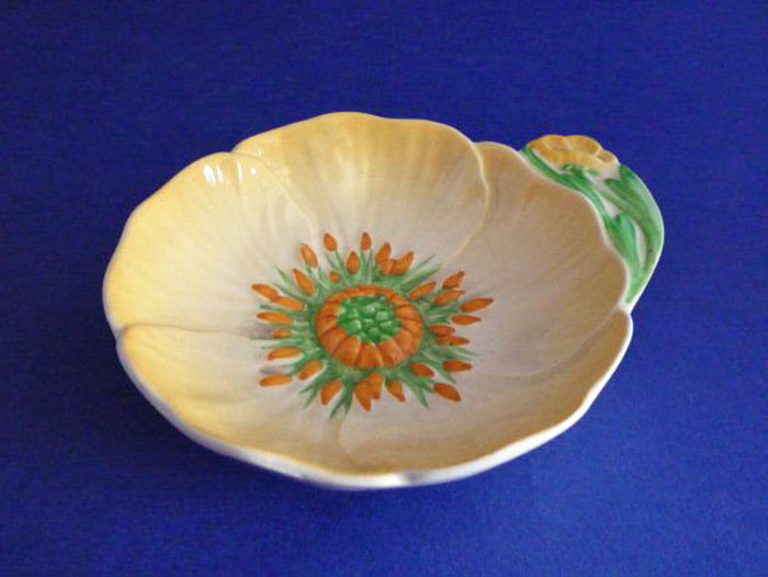 carlton ware small yellow buttercup jam or butter dish c1938